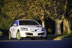 volvo præsenterede c30 plug-in concept i efteråret 2007 som et første eksempel på en fremtidig hybridbil.